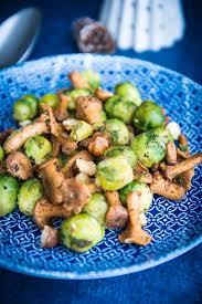 cuisiner choux bruxelles poêlée de choux de bruxelles aux girolles et noisettes grillées
