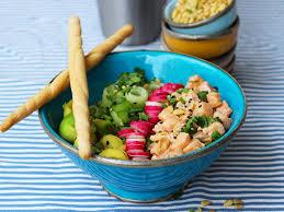 cuisine plus fr recettes découvrez la recette poke bowl au saumon mariné sur cuisineactuelle