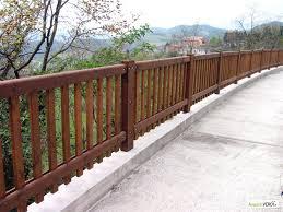 ringhiera in legno per giardino parapetto ad elementi verticali margaritelli acquistiverdi it