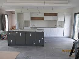 plan de travail cuisine blanc laqué cuisine laquee blanche plan de travail gris 2017 avec cuisine