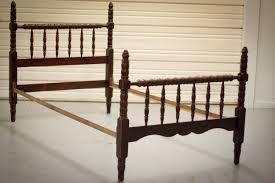 Modern Twin Bed Bedroom Furniture Modern Bedroom Decorating Design Ideas With Dark Brown