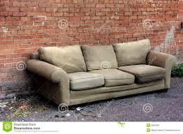 altes sofa die besten 25 altes sofa ideen auf goldenes sofa