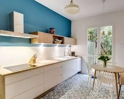 cuisine blanche et bleue cuisine bleue et blanche enchanteur cuisine blanche mur bleu dcor