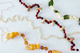Best Way To String Christmas by The Best Ways To String Garlands 9 You Can Make From What U0027s In