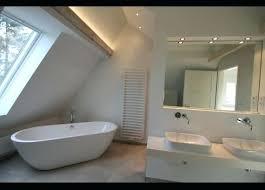 badezimmer mit schräge badewanne schief eingebaut marcusredden