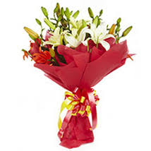Lily Bouquet Send Lilies Flowers To India Lily Flowers Arrangement Ferns N