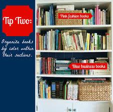 hoe organiseer je een boekenkast met veel boeken voor een