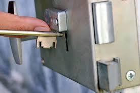 comment ouvrir une serrure de porte de chambre les mécanismes de la serrure la gâche et le pêne partie 1