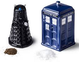 amazon com dr who tardis v dalek salt and pepper shaker bbc