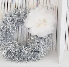 diy 5 minute tinsel garland wreath home creature comforts