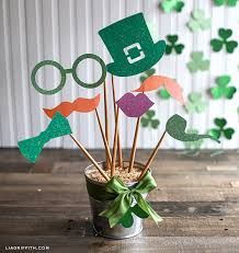 diy st s day decor and photo props