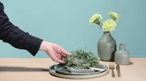 Servietten Falten Tischdeko Esszimmer Blumen Geschirr Und Möbel Tischdeko Im Frühling Chefkoch De
