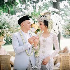 wedding dress bandung a traditional sundanese outdoor wedding in bandung bridestory