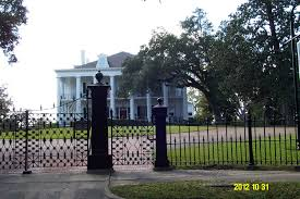 some antebellum homes in natchez mississippi this town has about