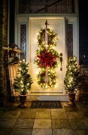 home décor ideas evergreen holiday wreaths on windows wreaths