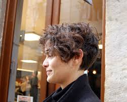 curly and short haircut showing back hairstyles for short curly hair when the curls are arranged in a