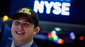 Hit The Floor Online Free - stocks making the biggest moves premarket shak sage avgo expe