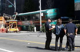 4 injured in sf chain reaction crash involving 2 ac transit buses