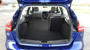 ford focus c max boot space ford focus hatchback practicality boot space carbuyer