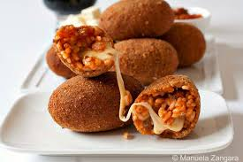 cuisine italienne recettes la recette des suppli de riz au téléphone croquettes ovales
