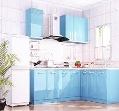 meuble cuisine bleu papier adhésif bleu ciel pour relooker meubles cuisine cuisine au top