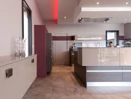 modele de cuisine ouverte sur salon cuisine moderne avec un îlot central modèle sérénade