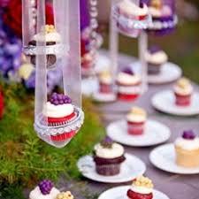 cupcake displays cupcake displays weddinggawker