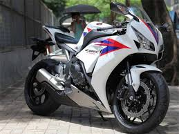 cbr latest bike 2012 honda cbr1000rr breaks cover