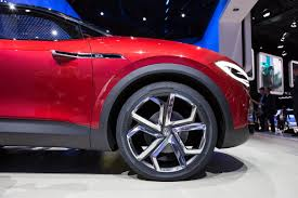 volkswagen u0027s id crozz looks electrifying in red cnet page 31