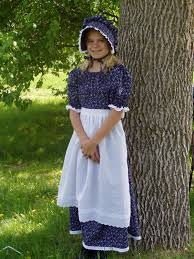 diy pioneer dress bonnet and apron to make a pioneer or