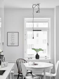 all white home via cocolapinedesign com falka kuchnia