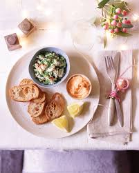 herbed crab saffron and chilli mayonnaise with toasted baguette