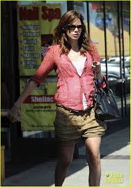 michelle monaghan visits the nail salon with willow photo 2896904