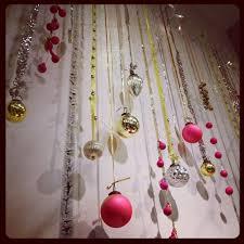 displays ornaments boutique window