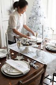 dinner table setting white silver decorations