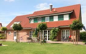 Suche Wohnung Oder Haus Zum Kauf Warum Es Sich Lohnt Einen Immobilienmakler Mit Dem Verkauf Zu