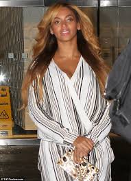 updated farrah fawcett hairstyle beyonce pays tribute to 1970s with retro pantsuit and farrah