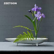 fleurs dans une chambre japonais grossière poterie pot de fleur arrangement de fleurs