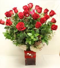 Long Stem Rose Vase Carolina Two Dozen Long Stem Red Roses In A Tall Crystal Vase In