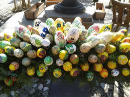 Wetter In Bad Reichenhall Osterbrunnen In Bad Reichenhall 4500 Eier Schmücken Den Brunnen