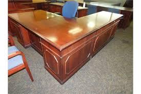 kimball president executive desk kimball presidential series mahogany 36 x 72 traditional executive