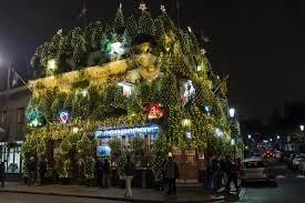 london pub u0027s breathtaking christmas display uses a staggering 90