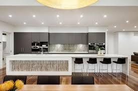 cuisine ouverte ilot decoration déco noir blanc cuisine ouverte ilot central bar