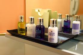aria room bath amenities world adventurer