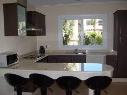 salon et cuisine moderne cuisine cuisine bois cuisine americaine design en bois récupérer
