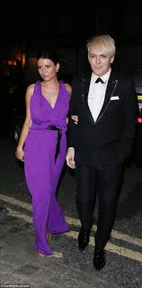 kate moss arrives for post gq awards party after skipping the main