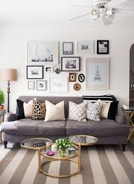 d co canap noir amazing ideas mur de cadres photos r ussir d conome au dessus un canap frame gallery wall above sofa jpg