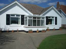 e9523 delightful detached three bedroom bungalow with 8128387