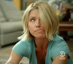kelly ripa s wave hairstle kelly ripa gets stoned and drunk in hilarious broad city cameo