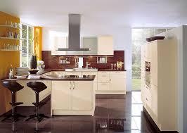 küche in u form u form küche mit esstheke und gerätehochschränken in vanille